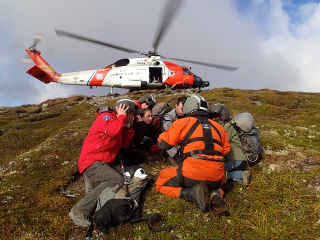 KISAR members training with USCG on helicopter operations and procedures